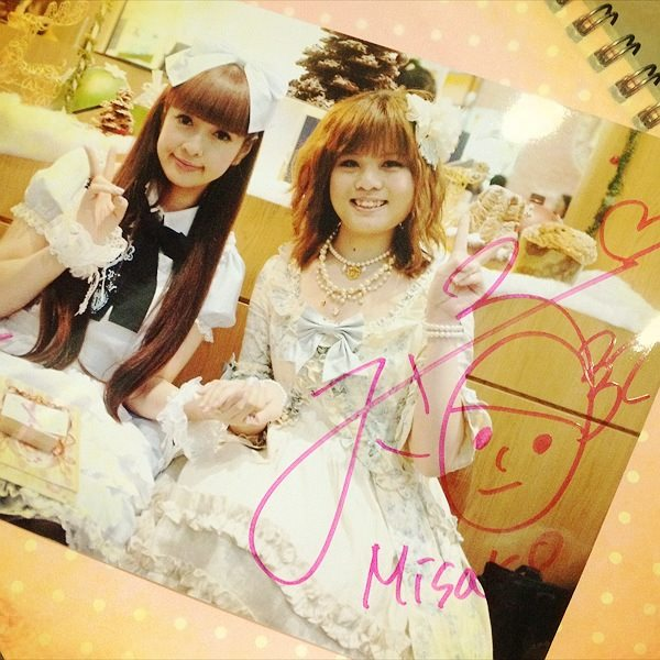 Photo with Misako and her very elaborate and cute signature!
